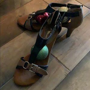 8M Aerosoles Sandals In Black And Tan